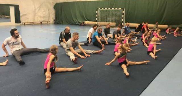 Fars dagen firades i gymnastikens tecken – se papporna jumppa!